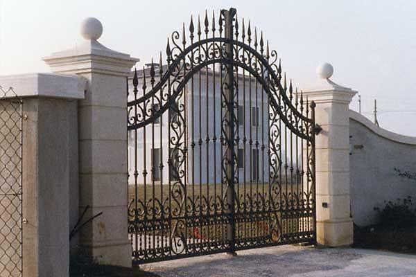 Pilastri per cancello pellegrini domenico - Rivestimento pilastri esterni ...